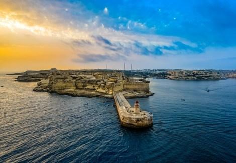 Malta-Z_letalom_na_poti