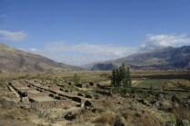 En bas, la vallée et le village