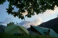 """Composition artistique: """"la tente, l'arbre, et la maison"""""""