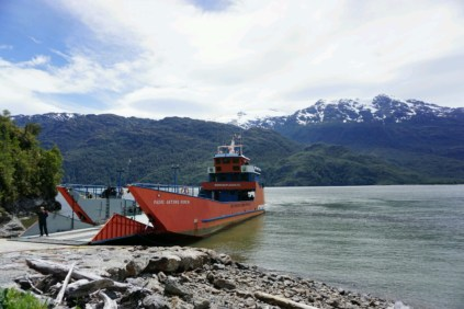 Le bac au départ de Puerto Yungai