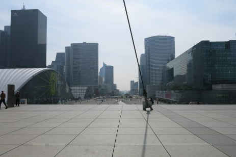 Sous l'Arche de la Défense, 2 juin 2014, 9:52