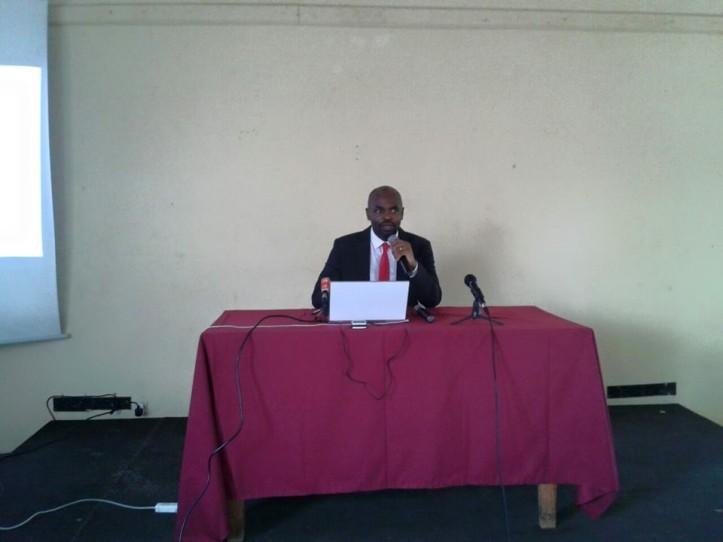 Alberto Oympio pendant la présentation de son analyse du fichier électoral à Brother Home.