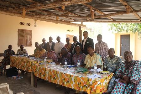 Le groupe des Six chez des representants de la societe civile