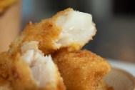 Un classique indémodable ! Le Fish'N'Chips façon Terre-Neuvas avec sa sauce, une pure merveille.