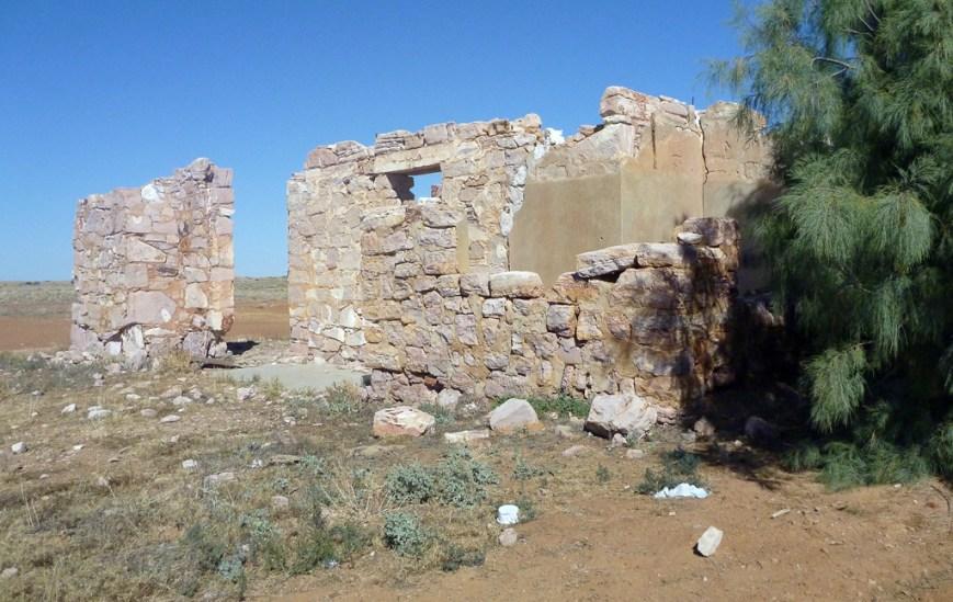 Lake-Harry-Date-Plantation-Ruins