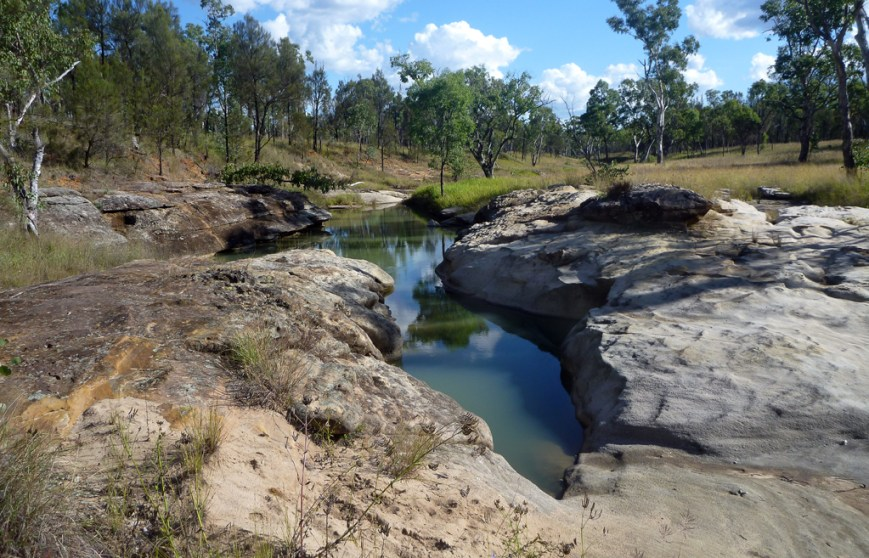 Dargonelly-Rock-Hole