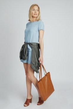 https://www.letote.com/clothing/5510-chambray-pocket-smock
