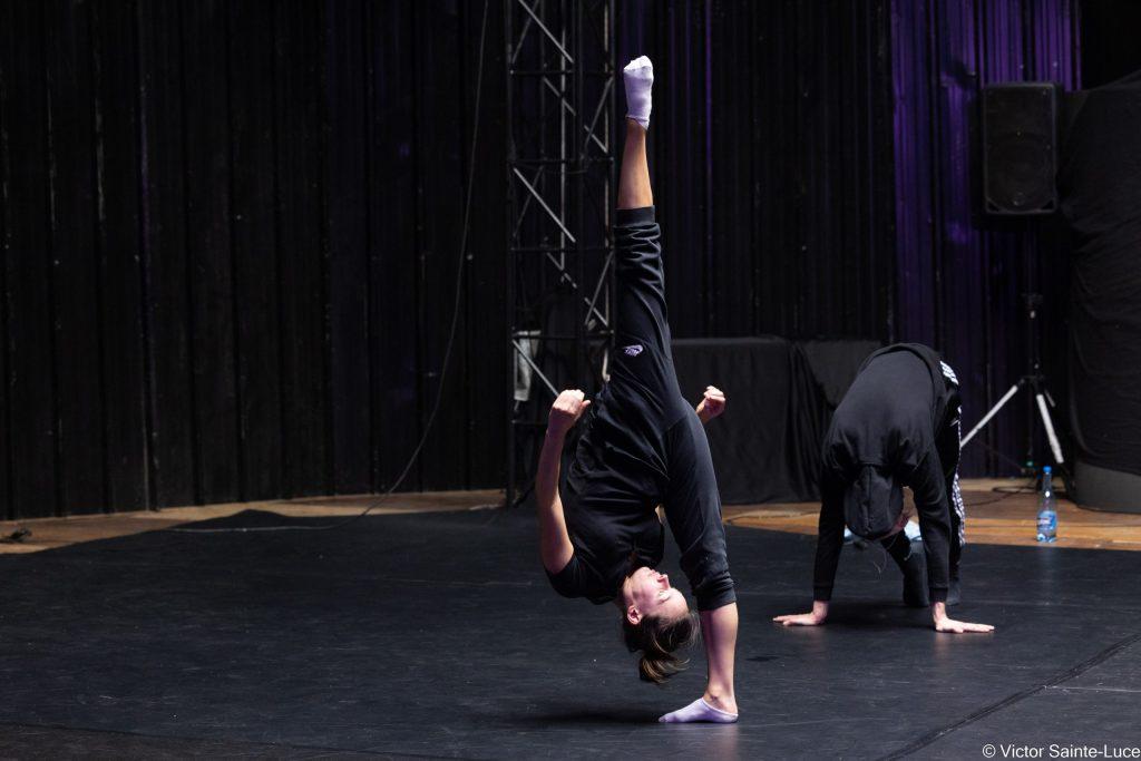 Le-Tour-Du-Monde-en-Galipette-Ecole-de-Cirque-Danse-Acrodanse-Acrobatie-ERD