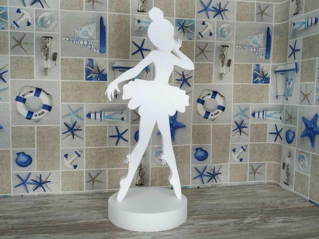 Figura de niña bailarina en corcho