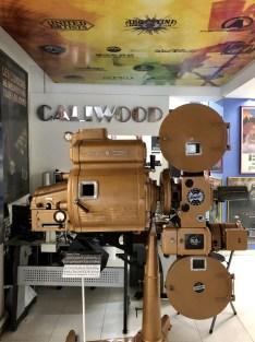 Panel de vinilo iluminado con los estudios de cine