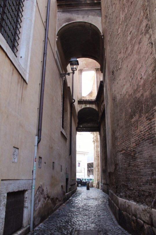 A small alleyway in Rome Italy