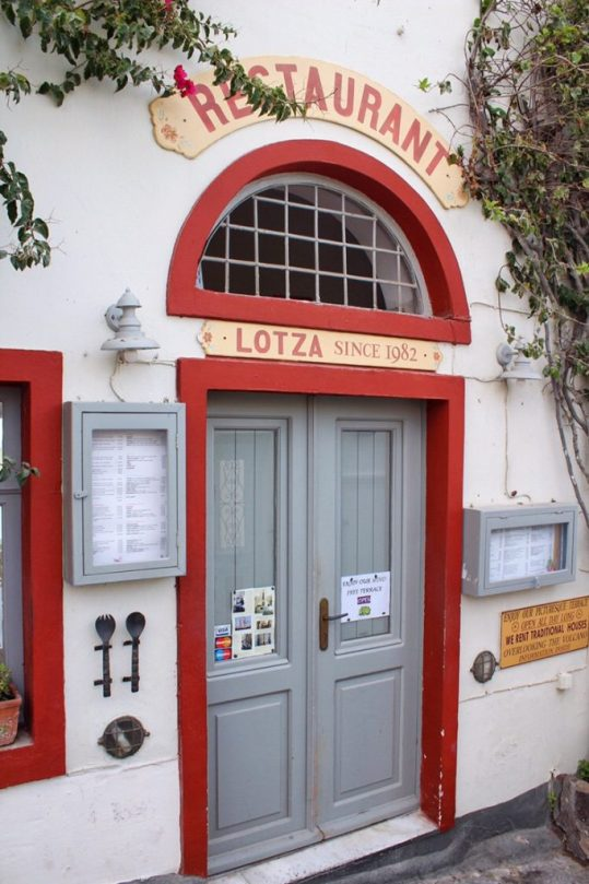 Lotza restaurant in Oia, Santorini