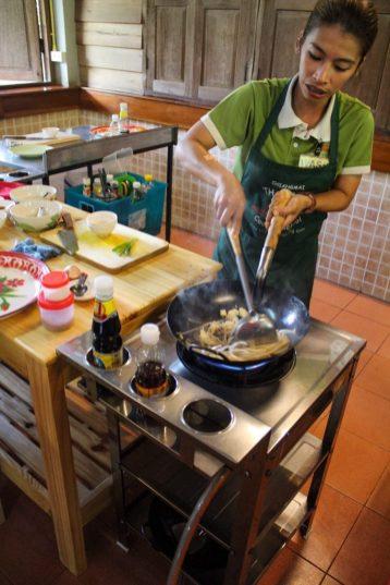 Wass making pad thai