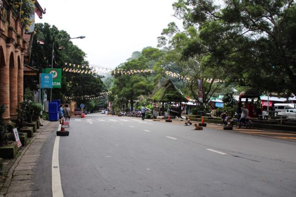 The road coming up to Wat Phra That Doi Suthep