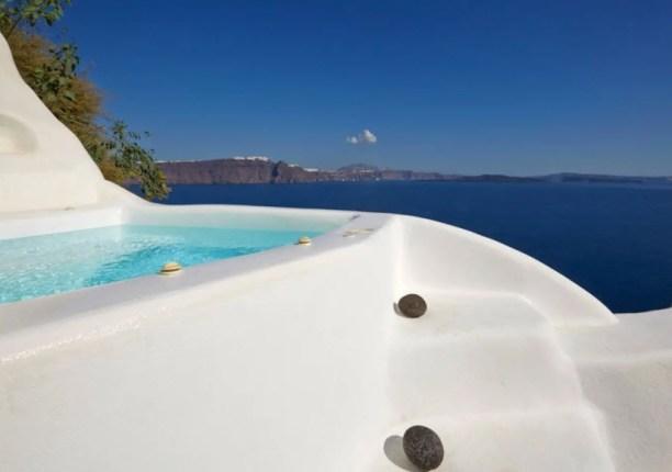 Junior Suite with external Jacuzzi Airbnb in Santorini