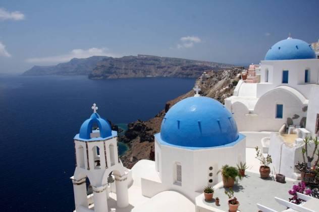 Island blue, postcard perfect view - Santorini Airbnb