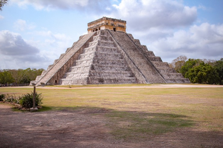 the pyramid of chichen itza