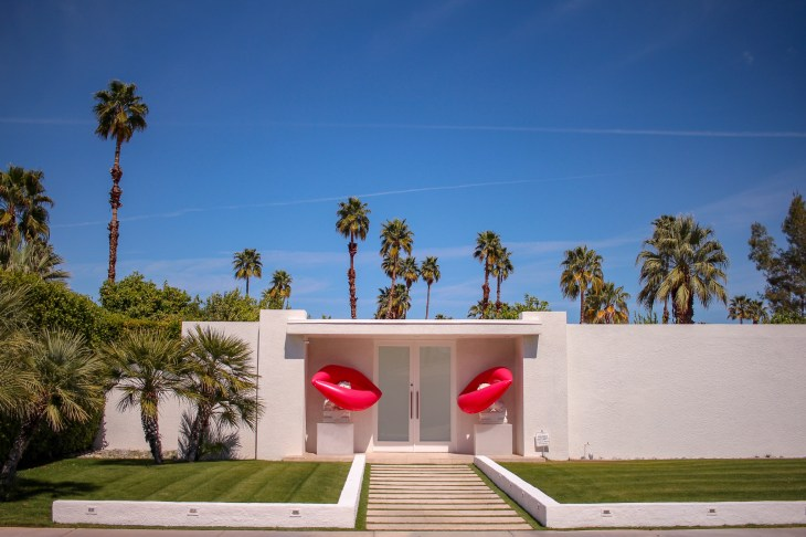 mid century home in palm springs