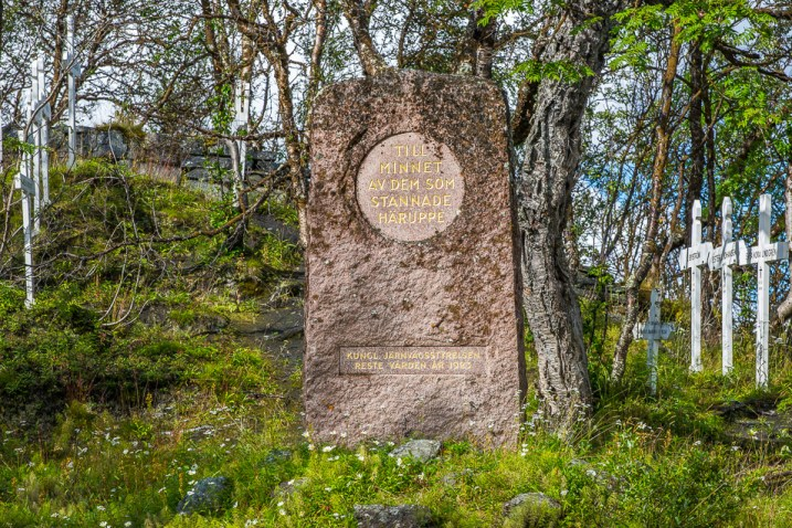 Minnessten på Tornehamns rallarkyrkogård