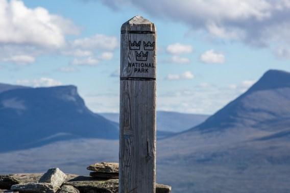 Nationalparksgränsen går mitt över Njullá. Här ser man Lapporten