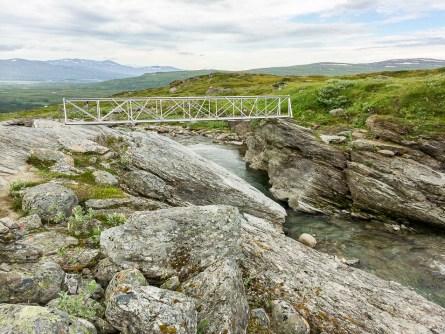 Sommarbro över Allakjågåsj