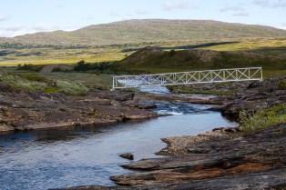 Sommarbron över Bållávrjåhkå