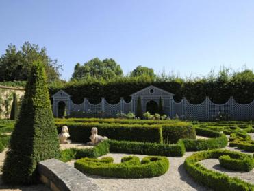 Les jardins du château d'Ainay Le Vieil