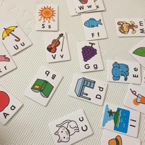 アルファベットカード くもん ダイソー 比較