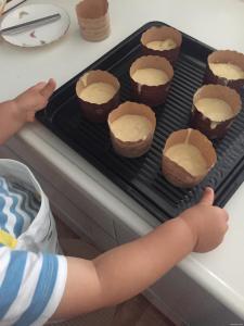 台所育児 2歳児 お手伝い 料理 キッチン バナナマフィン
