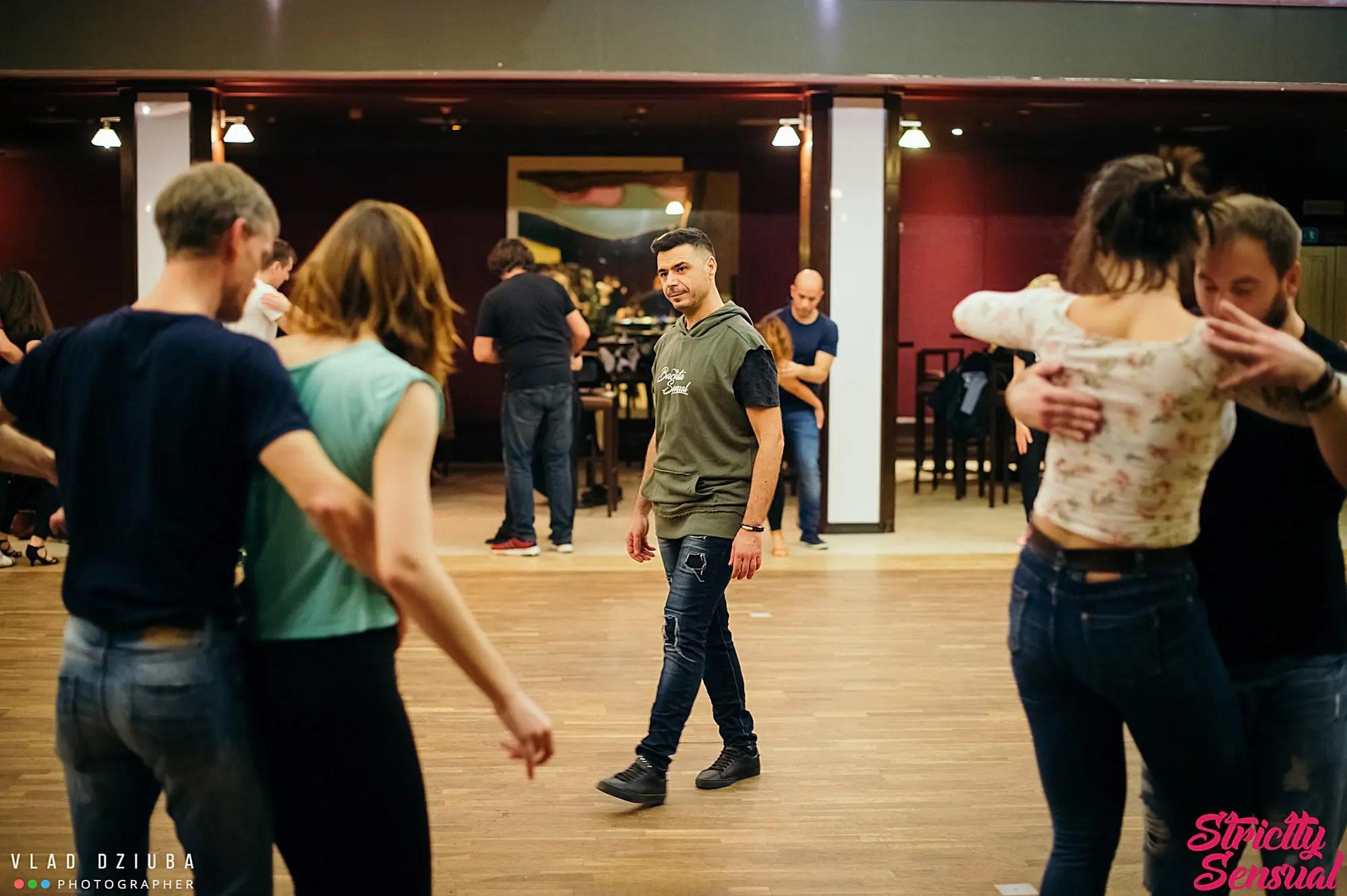 Alex Alberola teaching - Let's Dance Bachata