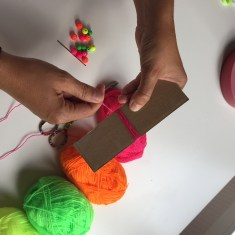 enrollamos la lana al rededor del cartón