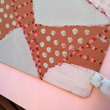05-clipboard-personalizado-con-chalkpaint-pintamos-otros-triangulos-con-rayas-ayudandonos-del-washitape-para-hacer-las-lineas