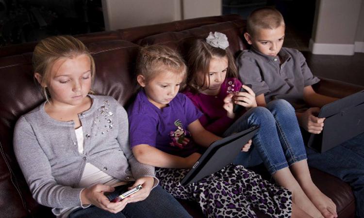 Resultado de imagen de niños con smartphones