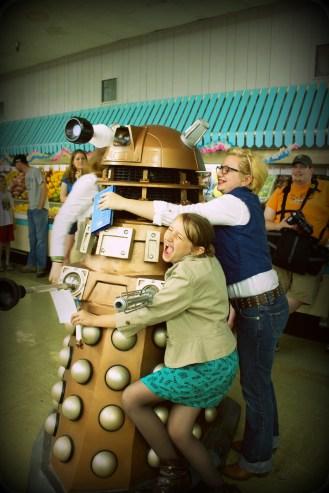 Dalek Gan gets a hug 2a