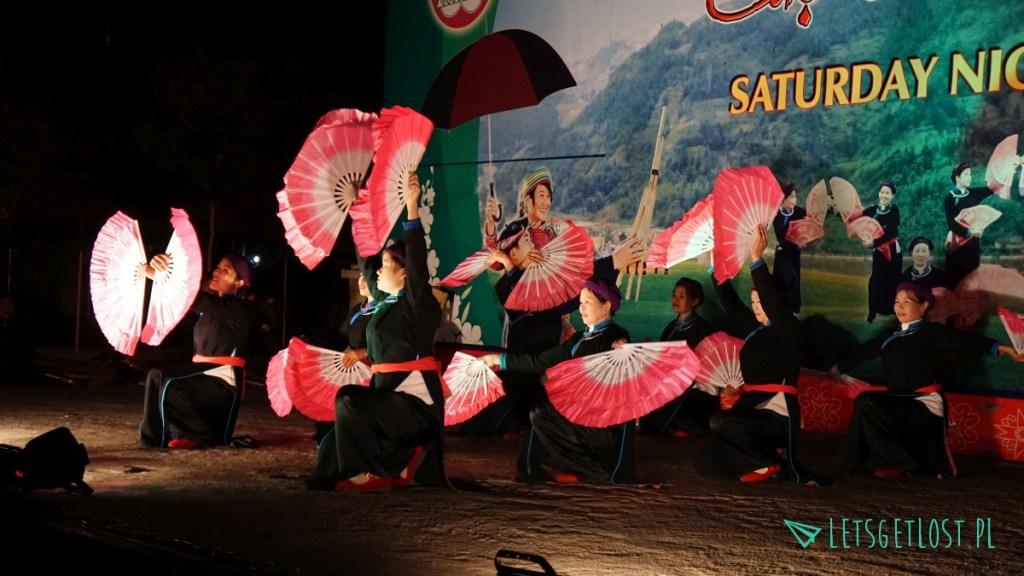 Sobotni, wieczorny targ w Bac Ha