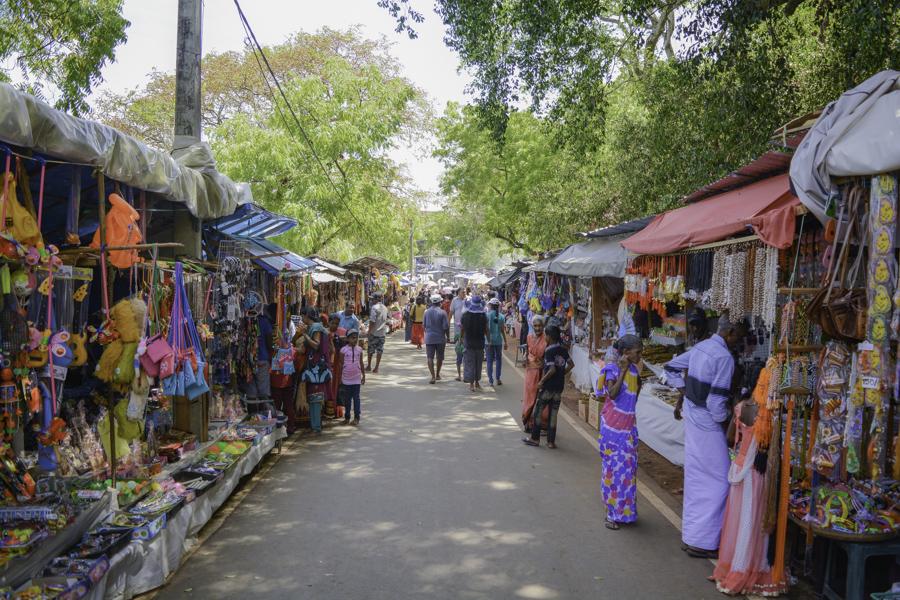 Trinco - Busy walkway to the Koneswaram Temple