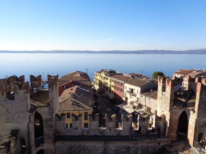 Sirmione centro vista dall'alto del castello scaligero