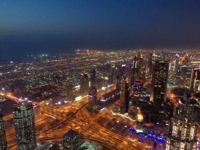 Dubai di notte dal Burj Khalifa