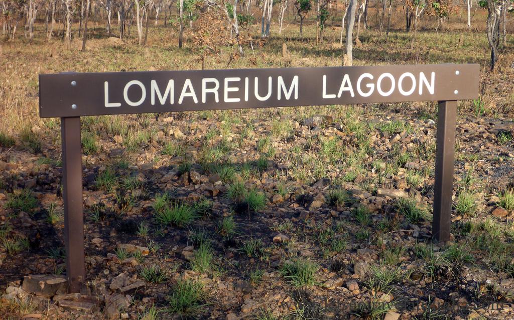 Lomareium-Lagoon-sign