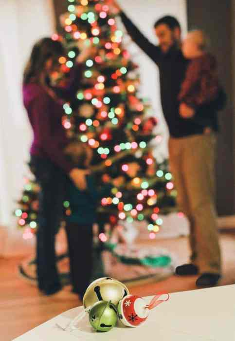 Play with aperture to reduce need for perfect pose | Holiday Card Tip from Jill Krause