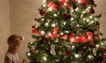 How To Take ADORABLE Christmas Tree Pictures With Kids