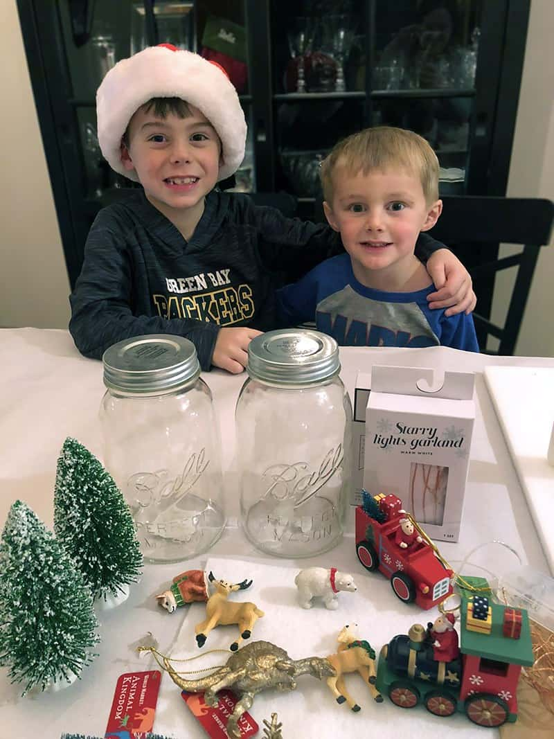 Christmas Crafts for Kids - DIY Snow Globes For Kids: Learn how to make snow globes that light up (and are water free) #kidscraft #christmascraft #DIY #holidayDIy *My kids love using their mason jar snow globe as a DIY night light