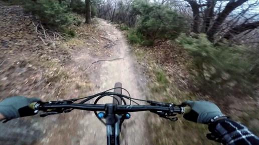 in discesa sul trail fast and furious di Finale Ligure