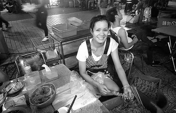圖片說明/桃園後火車站一區移工聚落,老闆娘小微經營著他的小店,在台灣努力過生活。