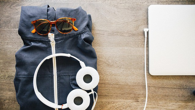 Work While Traveling: 6 Tips for Getting Things Done on The Road - Let's Reach Success