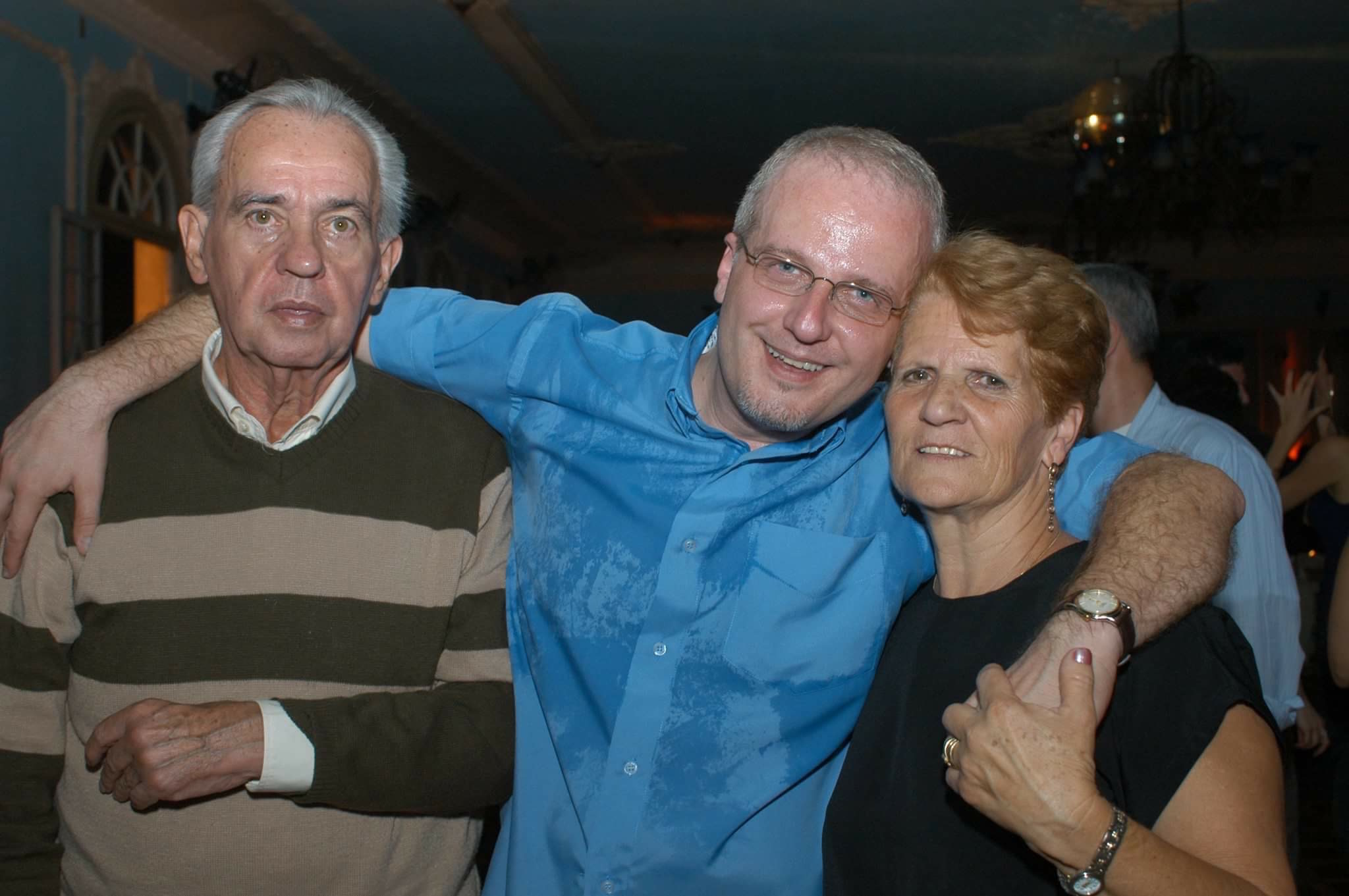 Jorge with his father , Roberto and the mother , Dirce