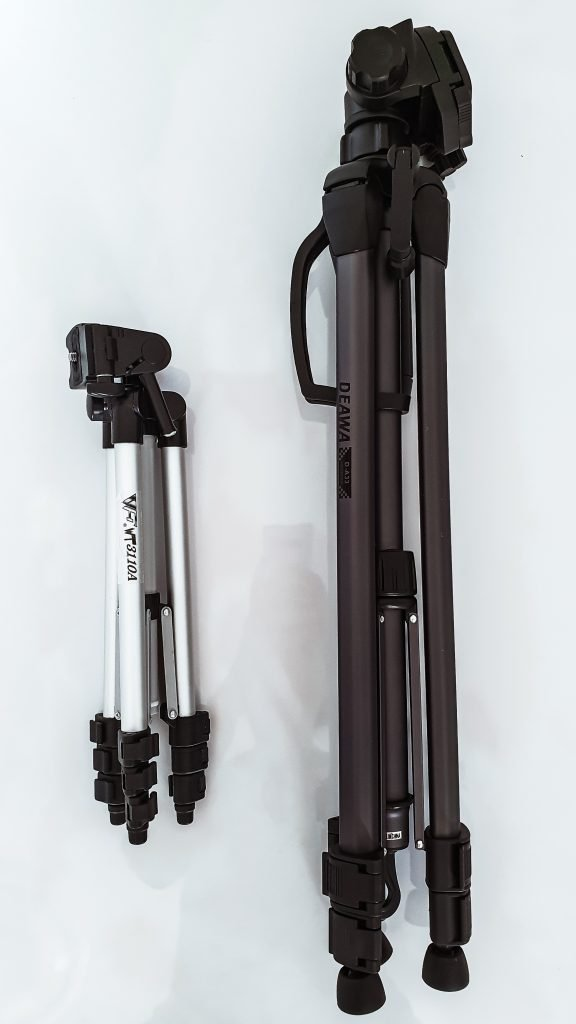 On the right is the Deawa D-A33 lightweight Tripod and on the left is the VF WT3110A Tripod