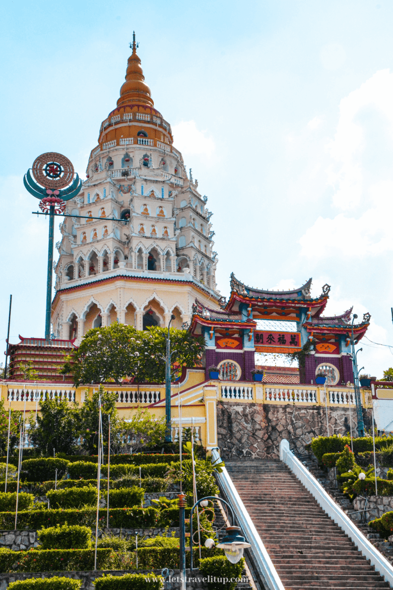 The biggest temple in southeast asia is Kek Lok Si Temple