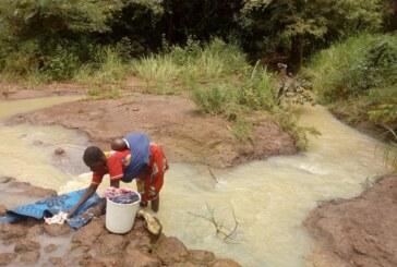 Bozoum : ….malheureusement des dizaines de femmes et d'enfants continuent de se rendre à la rivière pour chercher de l'or….!