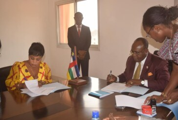 Centrafrique : quand Emile Gros Raymond Nakombo signe trois contrats de partenariat avant leur approbation par le Conseil Municipal